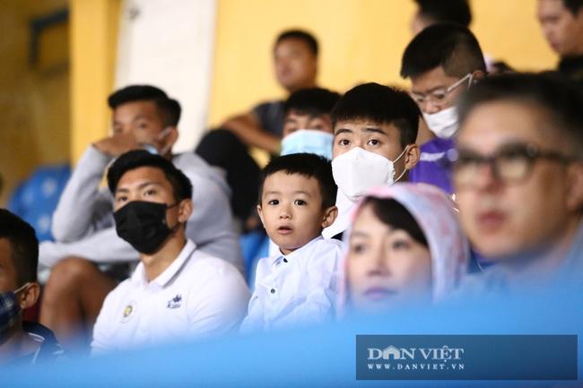 Huỳnh Anh đến sân cổ Quang Hải ghi siêu phẩm - Ảnh 4.