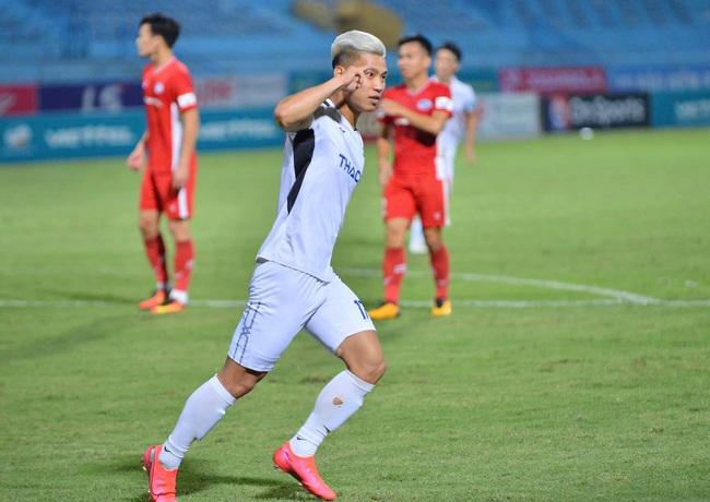HAGL thua thảm Viettel, HLV Park Hang-seo hốt hoảng xuống hỏi thăm 1 người - Ảnh 1.