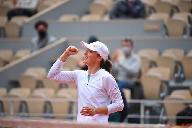 Iga Swiatek lập siêu kỳ tích tại Roland Garros 2020 - Ảnh 1.