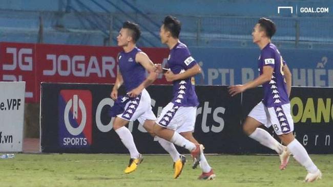 Quang Hải suýt mất bàn thắng vì trợ lý HLV... viết chữ xấu - Ảnh 1.
