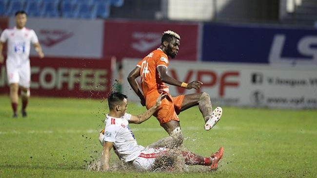 Lười phòng ngự, Hà Đức Chinh được HLV Lê Huỳnh Đức so sánh với Ronaldo - Ảnh 1.