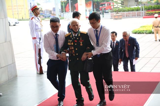 Chùm ảnh: Tổng Bí thư, Chủ tịch nước và lãnh đạo Đảng, Nhà nước dự Đại hội Đảng bộ TP Hà Nội - Ảnh 10.