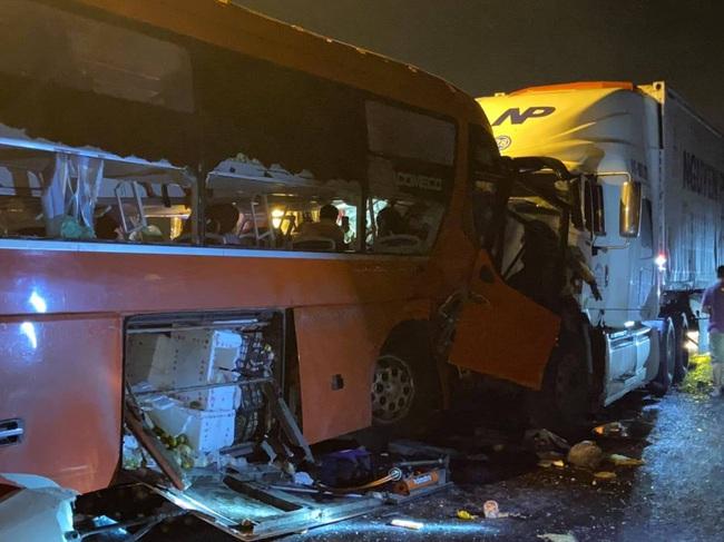 Tai nạn 2 người chết, hàng chục người bị thương ở hầm Hải Vân: Khởi tố tài xế xe khách - Ảnh 2.