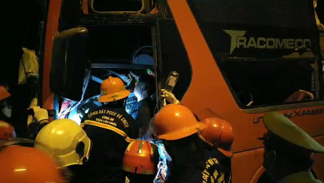 Tai nạn 2 người chết, hàng chục người bị thương ở hầm Hải Vân: Khởi tố tài xế xe khách - Ảnh 1.