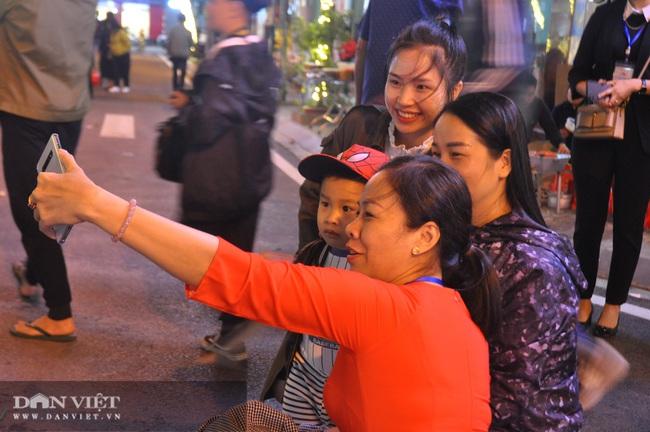Hàng nghìn người chen chân khám phá phố đi bộ đầu tiên ở Lạng Sơn  - Ảnh 6.