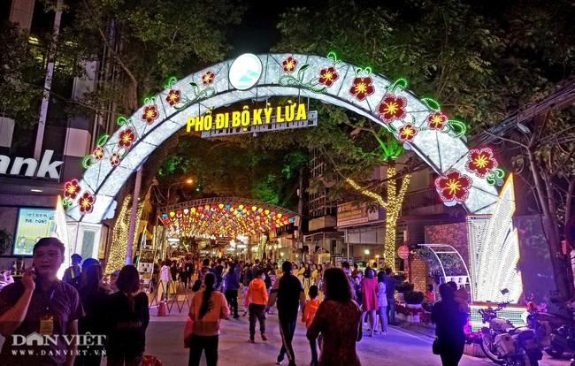 Hàng nghìn người chen chân khám phá phố đi bộ đầu tiên ở Lạng Sơn  - Ảnh 2.