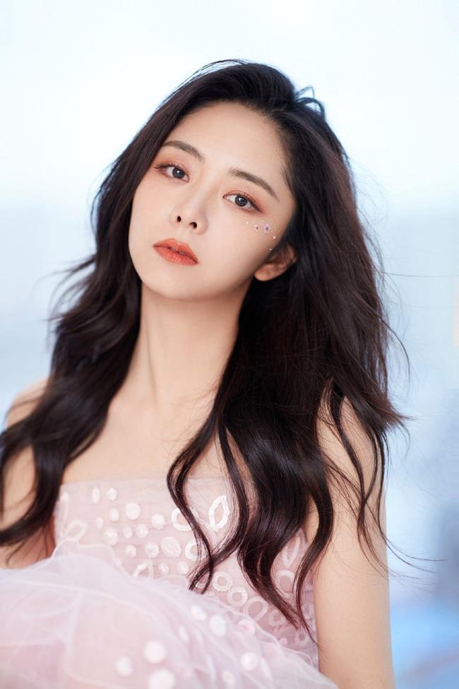 """""""Nữ thần thanh xuân thế hệ mới"""" nổi bật tại lễ khai mạc Kim Ưng 2020 - Ảnh 1."""