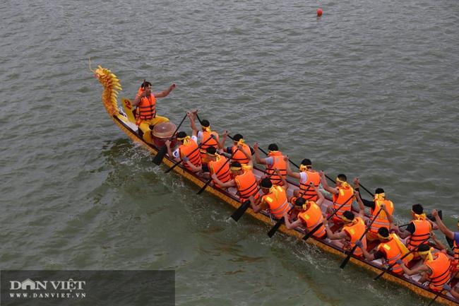 Phú Thọ: Kịch tính giải bơi Chải giữa hồ Văn Lang - Ảnh 2.