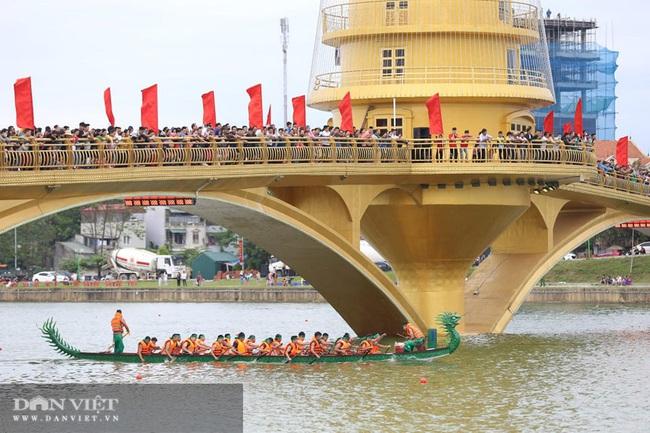 Phú Thọ: Kịch tính giải bơi Chải giữa hồ Văn Lang - Ảnh 3.