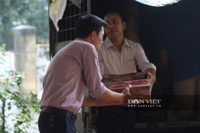 1000 suất quà cứu trợ của báo NTNN đến được với người dân Quảng Trị  - Ảnh 9.