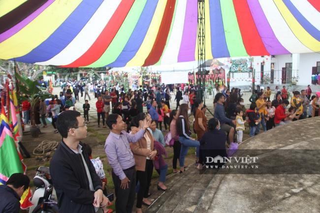 Yên Bái: Du khách tấp nập đổ về Nghĩa Lộ tham dự vòng xòe 2020 người - Ảnh 4.