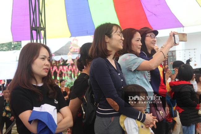 Yên Bái: Du khách tấp nập đổ về Nghĩa Lộ tham dự vòng xòe 2020 người - Ảnh 3.