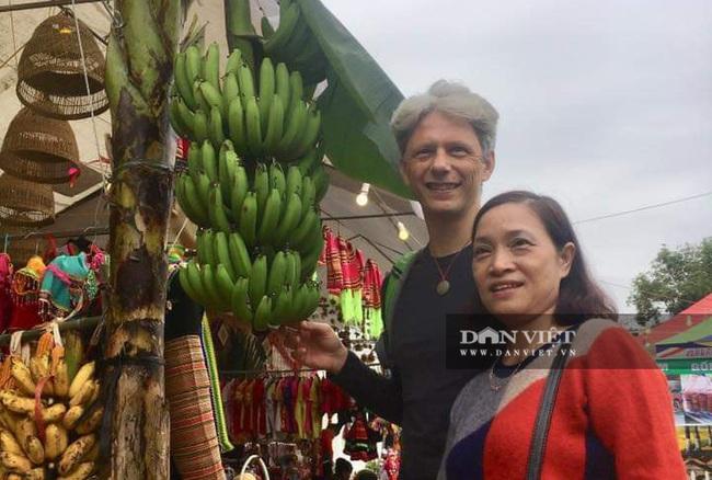 Yên Bái: Du khách tấp nập đổ về Nghĩa Lộ tham dự vòng xòe 2020 người - Ảnh 6.