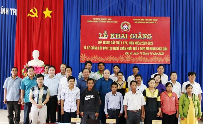 Chủ tịch Hội NDVN Thào Xuân Sùng dự Lễ khai giảng lớp Trung cấp chuyên ngành Thú y tại Ninh Thuận - Ảnh 1.