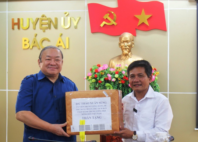 Chủ tịch Hội NDVN Thào Xuân Sùng dự Lễ khai giảng lớp Trung cấp chuyên ngành Thú y tại Ninh Thuận - Ảnh 3.