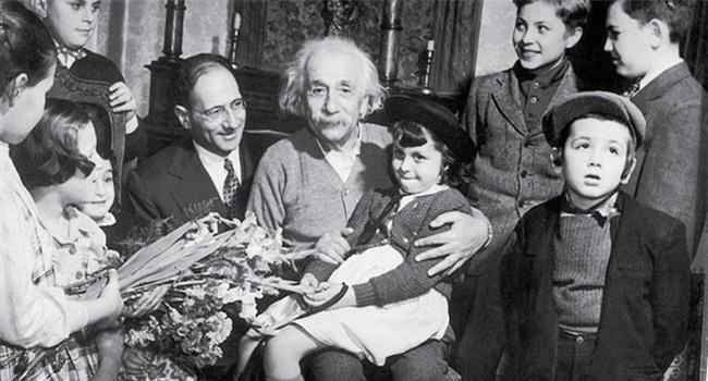 Bức thư Einstein gửi con gái: Câu chuyện đẹp chỉ là điều hư cấu? - Ảnh 1.