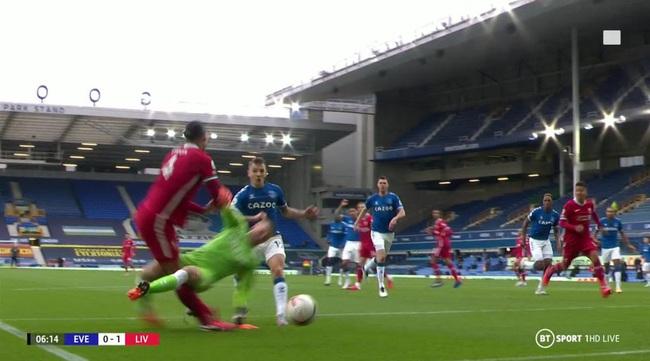 """SỐC: Liverpool mất """"đá tảng"""" Van Dijk đến hết mùa - Ảnh 1."""