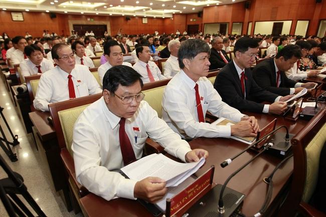Phiên bế mạc Đại hội Đảng bộ TP.HCM: Các đại biểu chung tay ủng hộ vì miền Trung - Ảnh 2.