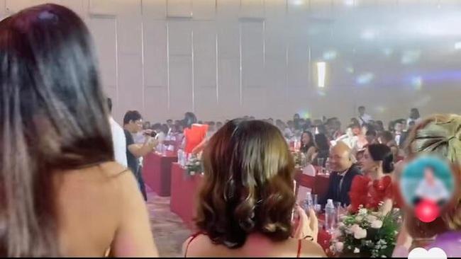 """Hậu ồn ào """"cạch mặt"""", Hương Giang bị Lâm Khánh Chi phớt lờ tại sự kiện - Ảnh 3."""