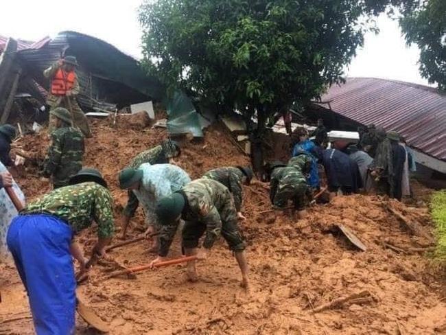 Mưa lớn, lực lượng cứu nạn người bị vùi lấp ở Đoàn 337 dừng tìm kiếm - Ảnh 1.