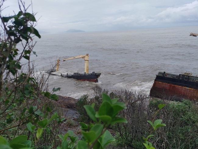 TT-Huế: Yêu cầu có phương án phòng tránh sau vụ tàu gãy đôi gây hiện tượng tràn dầu  - Ảnh 1.