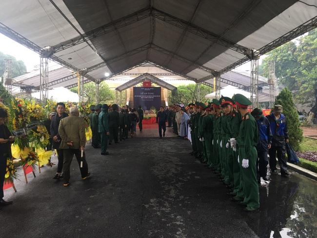 Nghệ An: An táng 4 liệt sỹ hi sinh khi làm nhiệm vụ cứu hộ cứu nạn ở thủy điện Rào Trăng 3 - Ảnh 7.