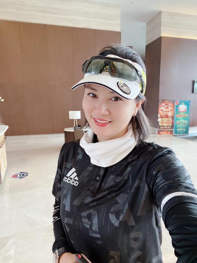 Hoa khôi bóng chuyền Kim Huệ khoe nhan sắc mặn mà tuổi 38 - Ảnh 10.