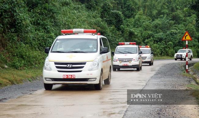 Hình ảnh đoàn xe cứu thương nối đuôi nhau đưa 22 chiến sĩ bị vùi lấp trở về - Ảnh 2.
