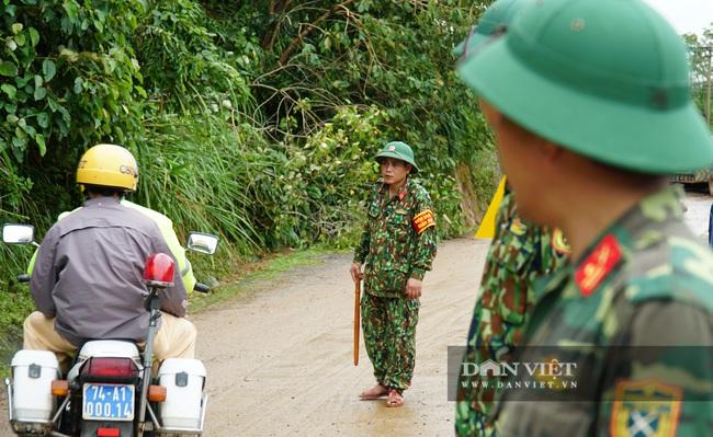 Hình ảnh đoàn xe cứu thương nối đuôi nhau đưa 22 chiến sĩ bị vùi lấp trở về - Ảnh 5.