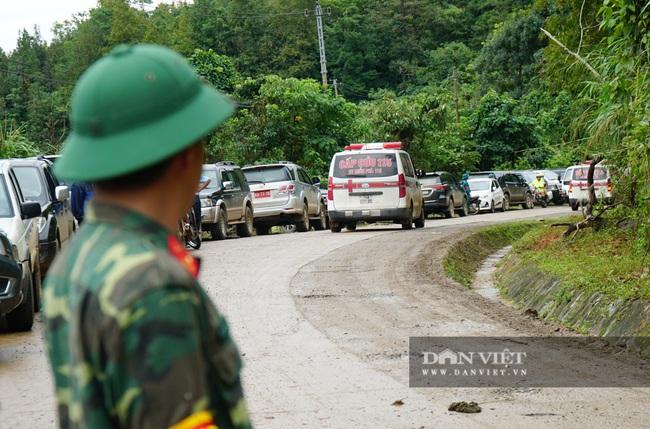 Hình ảnh đoàn xe cứu thương nối đuôi nhau đưa 22 chiến sĩ bị vùi lấp trở về - Ảnh 6.
