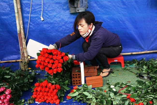 Sát ngày Phụ nữ Việt Nam, giá hoa hồng tại Đà Lạt hơn 10 ngàn đồng/bông - Ảnh 3.