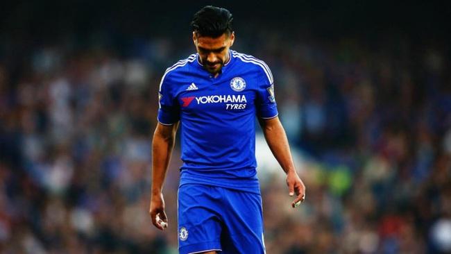 Top 5 bản hợp đồng thảm hại nhất trong sự nghiệp của HLV Mourinho - Ảnh 2.