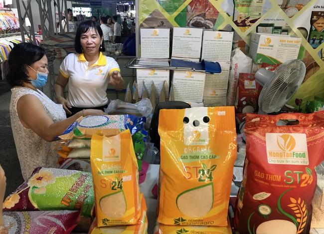 TP.HCM tiếp tục tổ chức hội chợ, giảm giá tới 49%, kích cầu mua sắm cuối năm - Ảnh 3.