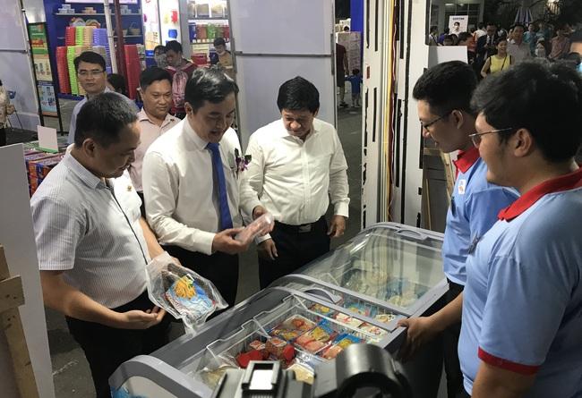 TP.HCM tiếp tục tổ chức hội chợ, giảm giá tới 49%, kích cầu mua sắm cuối năm - Ảnh 1.