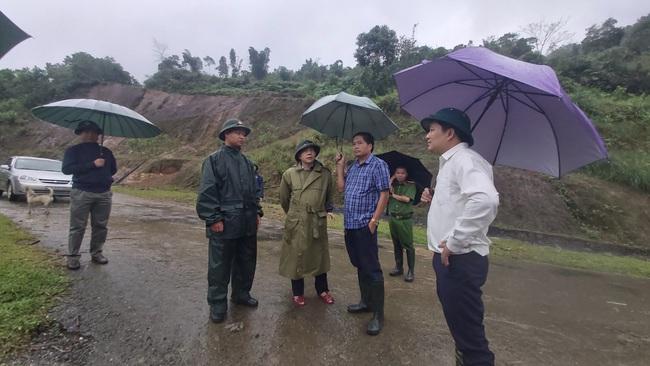 Thanh Hóa: Di dời 40 chiến sĩ và 9 gia đình vì nguy cơ sạt lở núi - Ảnh 1.