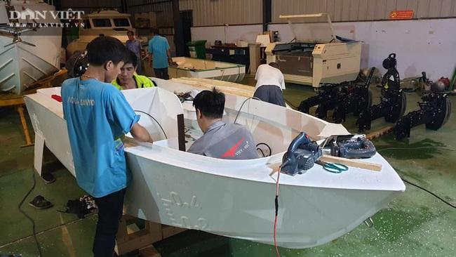 Một doanh nghiệp ở tỉnh Bà Rịa – Vũng Tàu cứu trợ đồng bào miền Trung bị lũ lụt bằng… xuồng PPC - Ảnh 1.