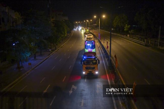 Cận cảnh đoàn tàu đầu tiên tuyến metro Nhổn-ga Hà Nội về tới thủ đô - Ảnh 1.