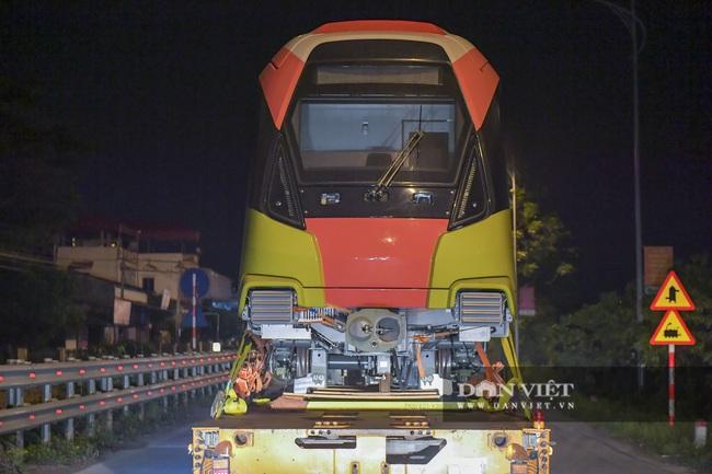 Cận cảnh đoàn tàu đầu tiên tuyến metro Nhổn-ga Hà Nội về tới thủ đô - Ảnh 5.