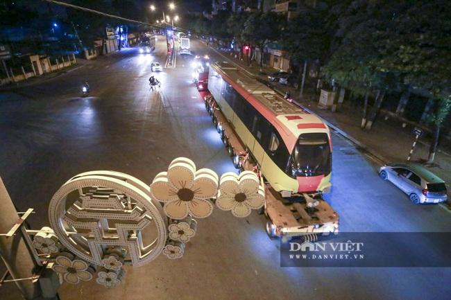 Cận cảnh đoàn tàu đầu tiên tuyến metro Nhổn-ga Hà Nội về tới thủ đô - Ảnh 9.