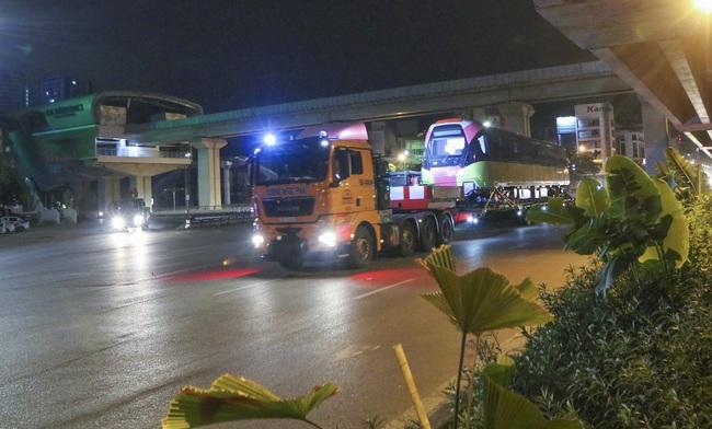 Cận cảnh đoàn tàu đầu tiên tuyến metro Nhổn-ga Hà Nội về tới thủ đô - Ảnh 8.