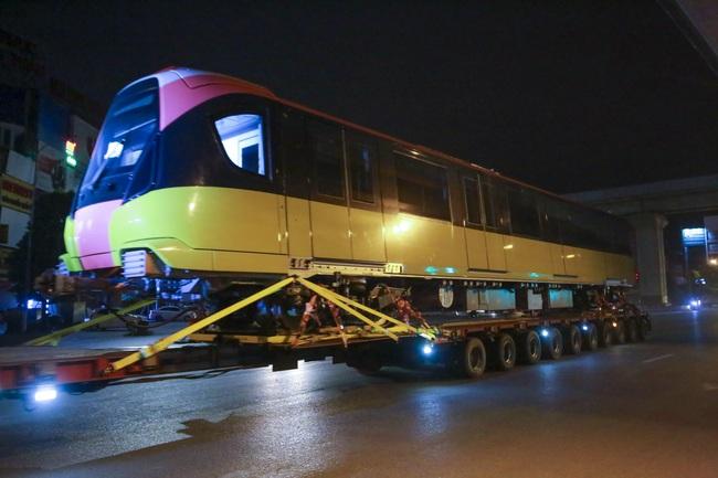 Cận cảnh đoàn tàu đầu tiên tuyến metro Nhổn-ga Hà Nội về tới thủ đô - Ảnh 4.