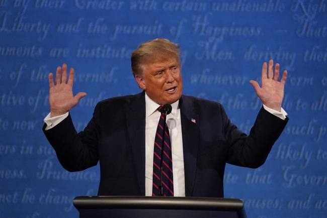 """Trump """"nổi đóa"""" vì thông tin bị Joe Biden dẫn trước ở các bang chiến trường - Ảnh 1."""