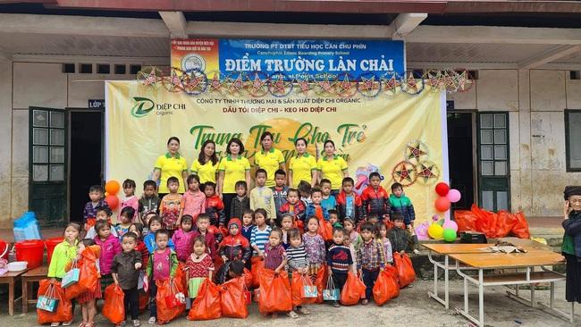 Báo NTNN/ Điện tử Dân Việt tiếp nhận 2 tấn gạo ủng hộ người dân rốn lũ miền Trung - Ảnh 1.
