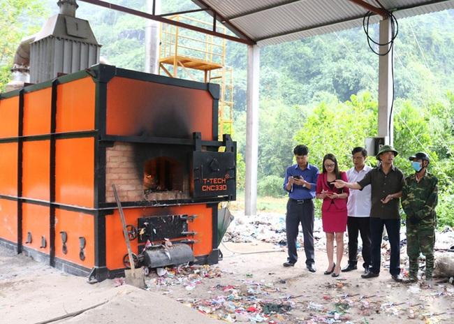 Nông thôn sạch rác nhờ lò đốt công nghệ cao - Ảnh 1.