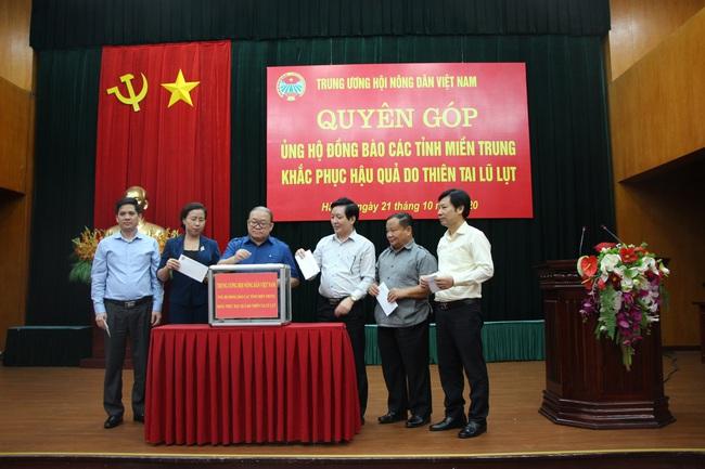 Trung ương Hội Nông dân Việt Nam: Góp yêu thương gửi rốn lũ miền Trung - Ảnh 1.