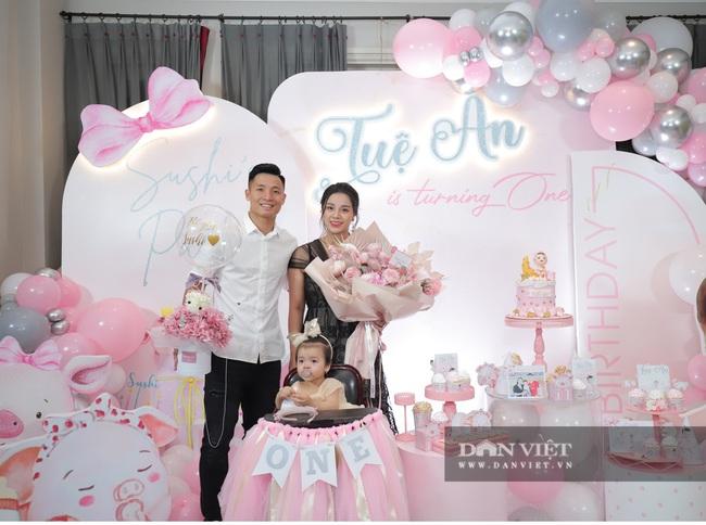 Đình Trọng, Duy Mạnh đến tham dự tiệc sinh nhật con gái Bùi Tiến Dũng - Ảnh 1.