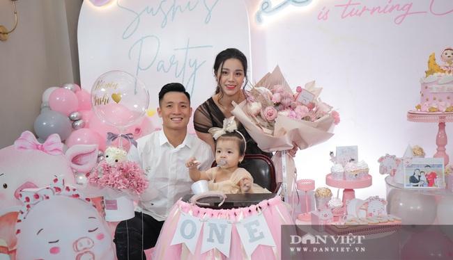 Đình Trọng, Duy Mạnh đến tham dự tiệc sinh nhật con gái Bùi Tiến Dũng - Ảnh 2.
