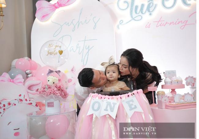 Đình Trọng, Duy Mạnh đến tham dự tiệc sinh nhật con gái Bùi Tiến Dũng - Ảnh 3.