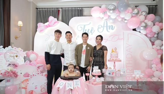 Đình Trọng, Duy Mạnh đến tham dự tiệc sinh nhật con gái Bùi Tiến Dũng - Ảnh 6.