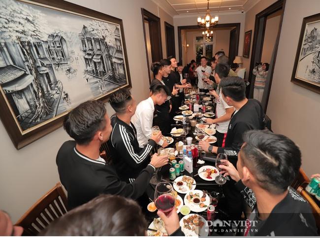 Đình Trọng, Duy Mạnh đến tham dự tiệc sinh nhật con gái Bùi Tiến Dũng - Ảnh 8.